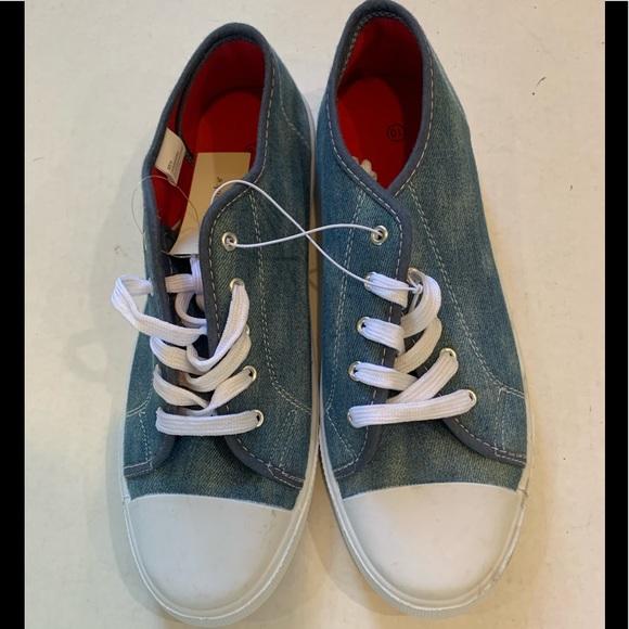 1749474d1c377 Women s Converse style tennis shoes Tye Dye Blue. NWT. Bobbie Brooks
